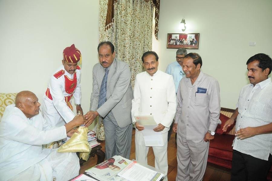 chennai tamil sangam,sabapathi t, governor of tamilnadu,t elangovan,tamil sangam,chennai governor maligai,chennai tamil sangam members